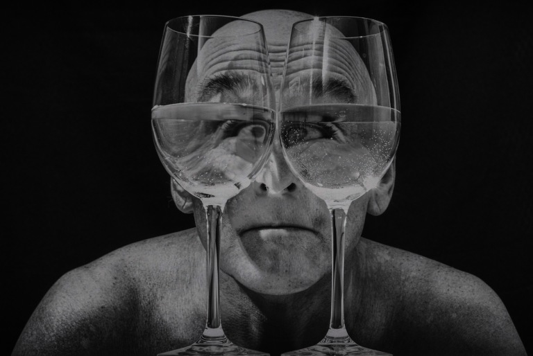 Twee glazen (1 van 1)