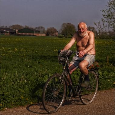 P1020250 Jo op de fiets
